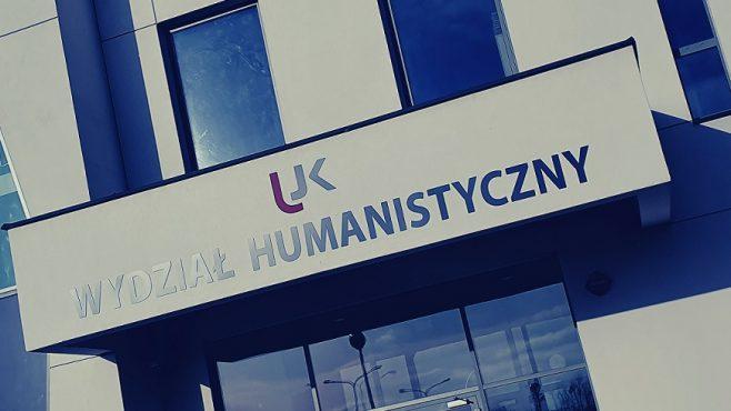 Nazwa Wydziału Humanistycznego nad wejściem do budynku