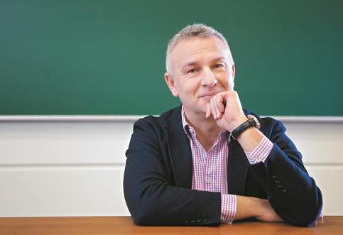 Profesor Piotr Zbróg