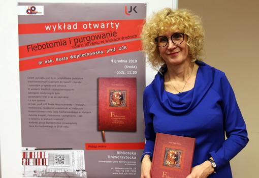 Prof. Beata Wojciechowska podczas prezentacji książki Flebotomia i purgowanie